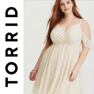 Torrid l NWT Ivory Lace Cold Shoulder dress